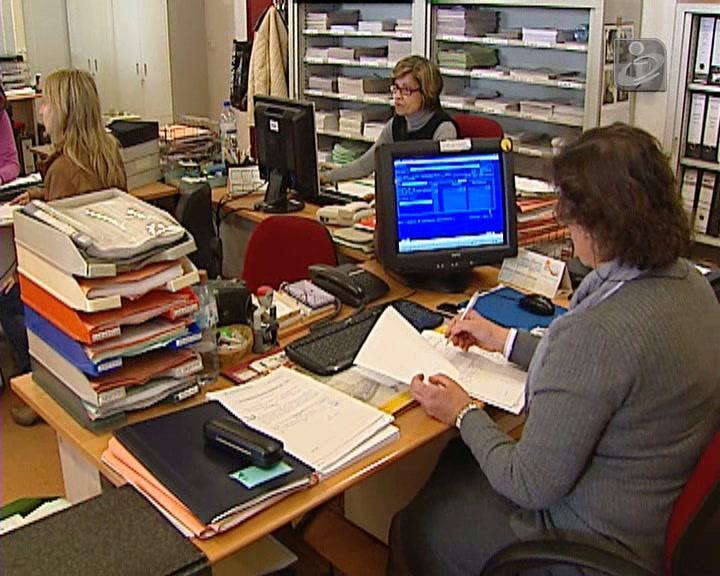 Requalificação: salários públicos cortados 60% após um ano