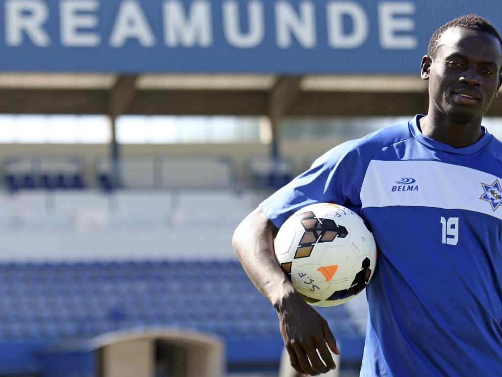 Ansumane, o futebolista que sustenta 39 pessoas