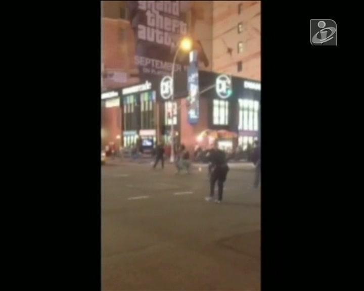 Polícia tenta atirar sobre fugitivo e fere duas mulheres