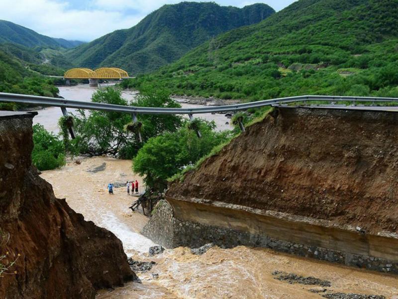 México: tempestades destroem estradas e pontes (LUSA)