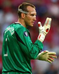 Em 2006, o guarda-redes australiano Michael Schwarzer jogou uma final da Liga Europa com uma máscara a proteger a cara (Reuters)