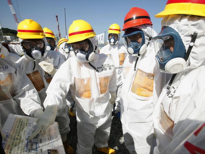 Visita do primeiro-ministro japonês na central nuclear de Fukushima (Lusa)