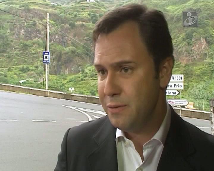 CDS suspende deputado por votar contra Orçamento