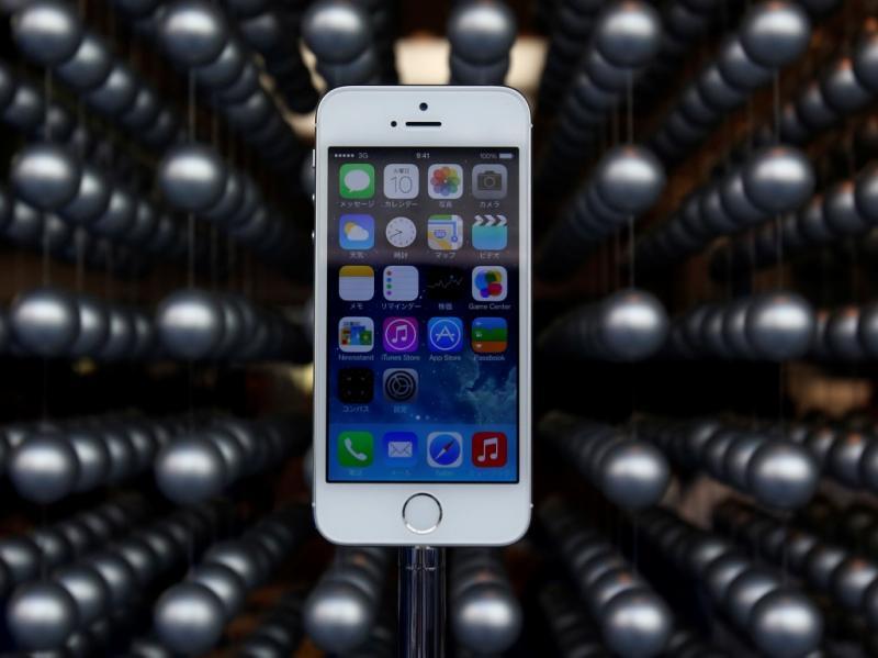 A loucura com a chegada do iPhoe 5S às lojas (Reuters)