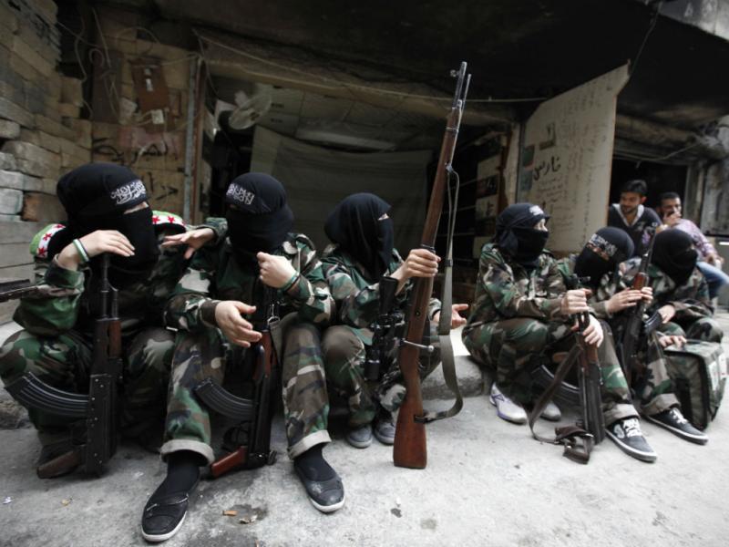 Rebeldes sírios também são mulheres (Reuters)