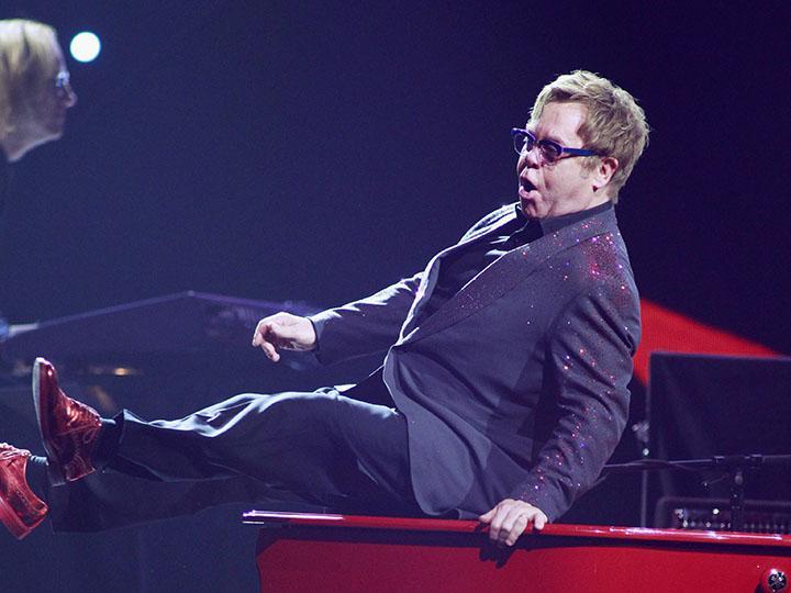 Elton John em atuação no festival iHeartRadio, em Las Vegas (Reuters)