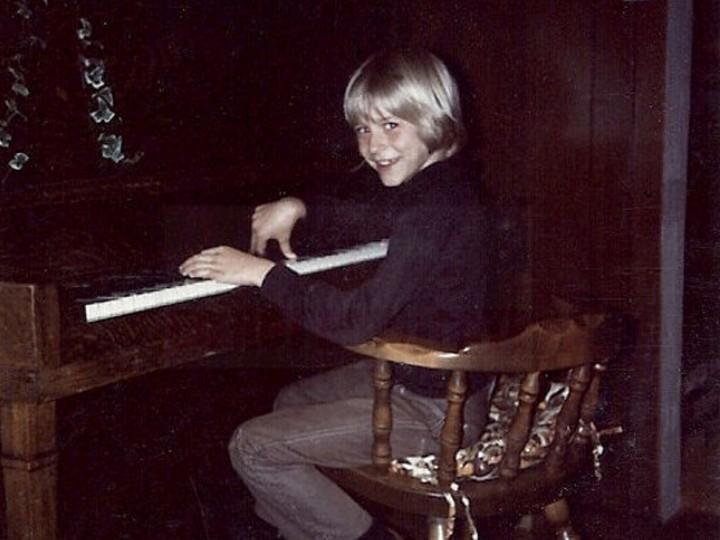 Kurt Cobain, em criança, na casa onde cresceu, em Aberdeen (theagencyre.com)