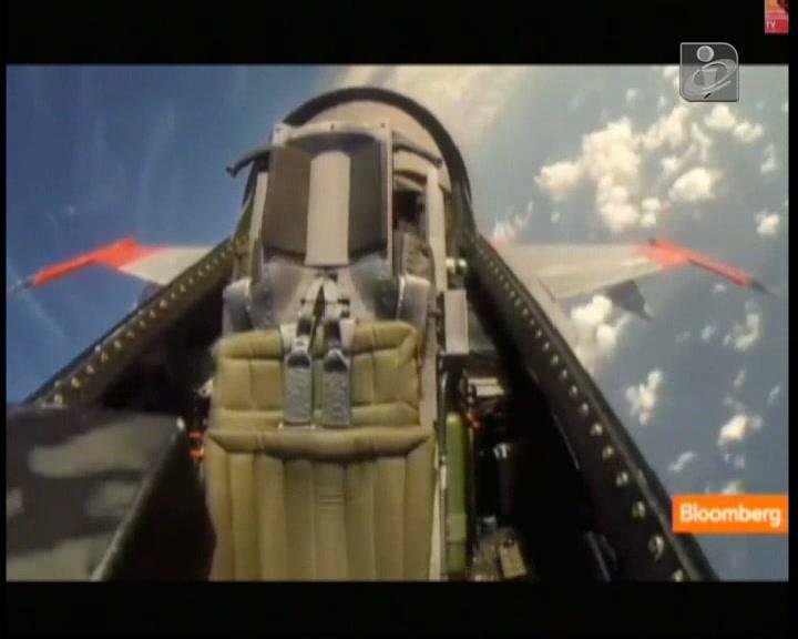 Vídeo mostra Boeing F-16 a voar sem piloto