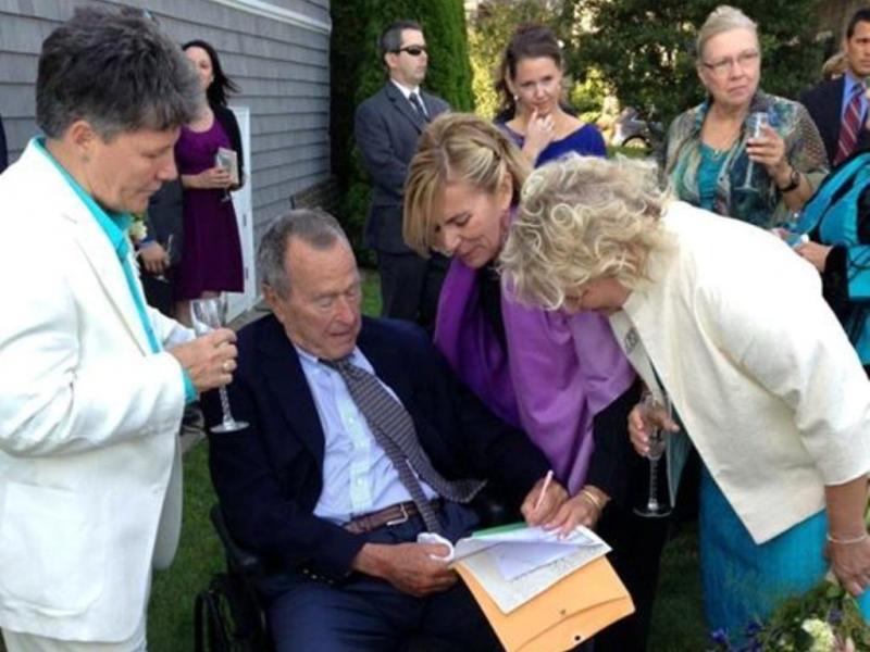 George H. W. Bush testemunha de casamento «gay» (Reprodução Facebook)