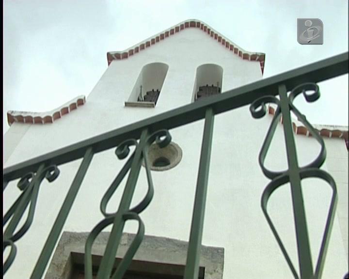 Aldeia falta à missa em protesto com padre