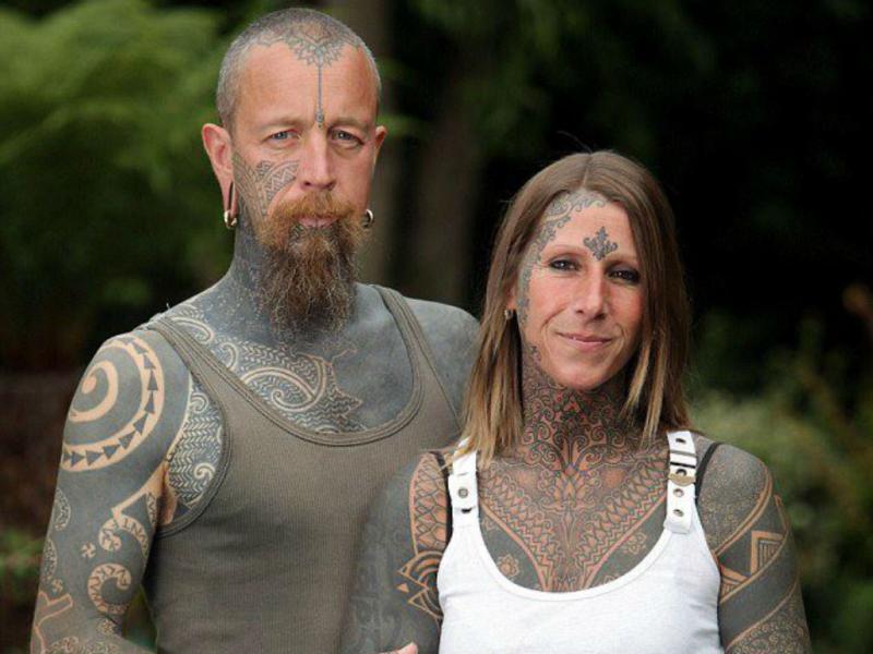 Cobre o corpo de tatuagens para celebrar divórcio (Reprodução Facebook)