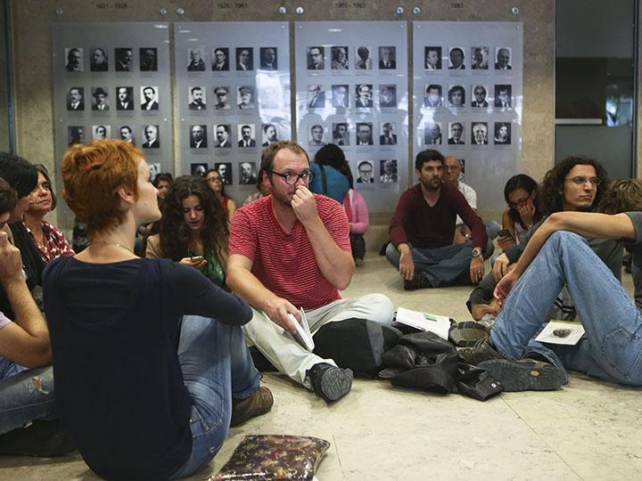 Professores ocupam Ministério da Educação (LUSA)