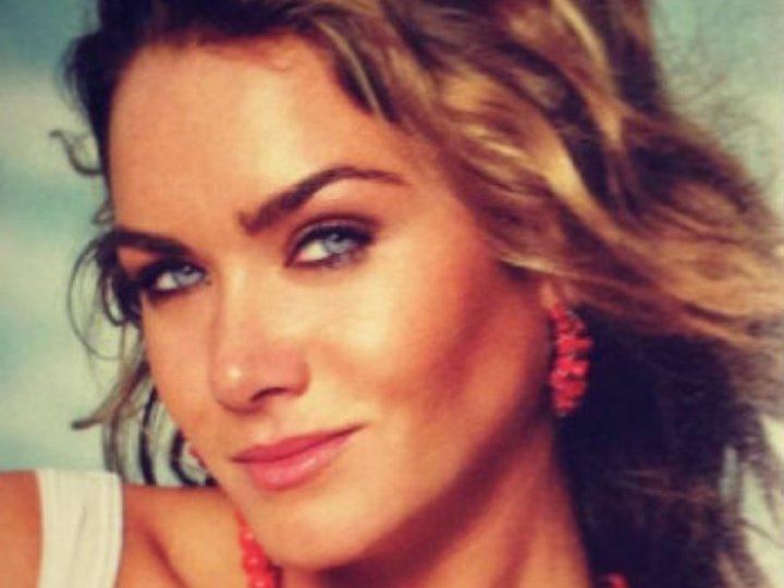Modelo brasileira Luize Altenhofen foto de perfil no Facebook (Reprodução)
