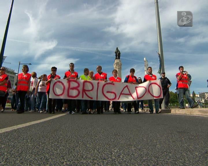 Bombeiros homenageados numa marcha em Lisboa
