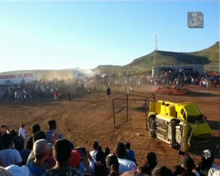 Monster truck abalroa plateia durante espetáculo e mata oito pessoas