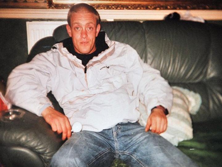 John Jackson, 40,  morreu de overdose com rebuçados energéticos (Foto Reprodução DailyMail)