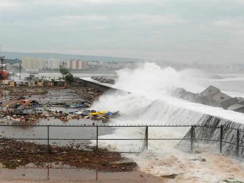 Índia está a preparar-se para a chegada iminente do ciclone Phailin (Reuters)