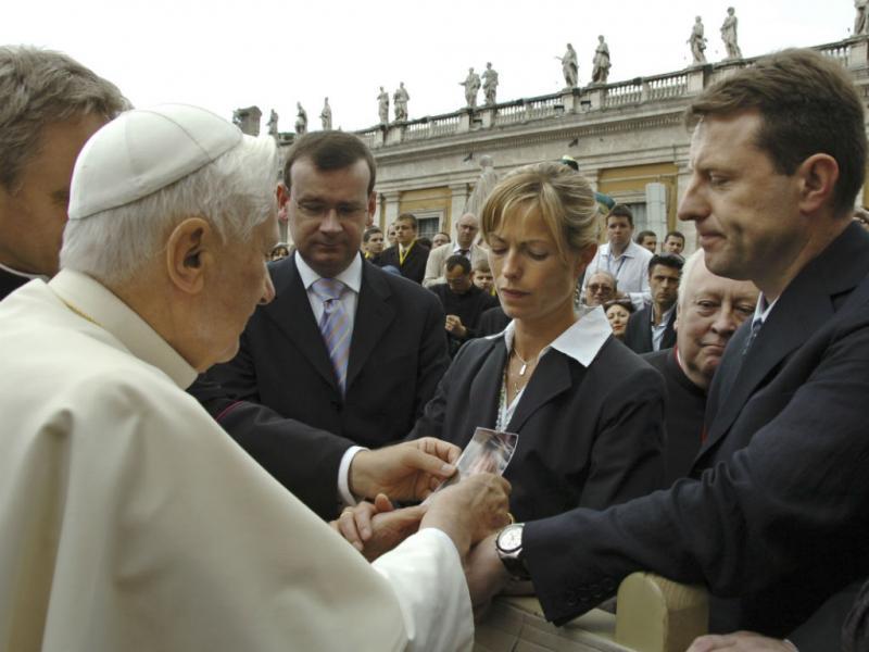 Kate e Gerry McCann levaram o caso da filha até ao Papa Bento XVI, a 30 de maio de 2007. (REUTERS/Osservatore Romano)
