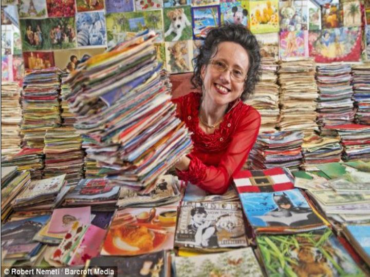 Recordista com a sua coleção de 62 500 guardanapos (Foto Reprodução/DailyMail)
