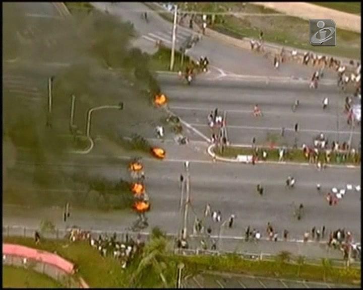 Protesto acaba em confrontos com a polícia