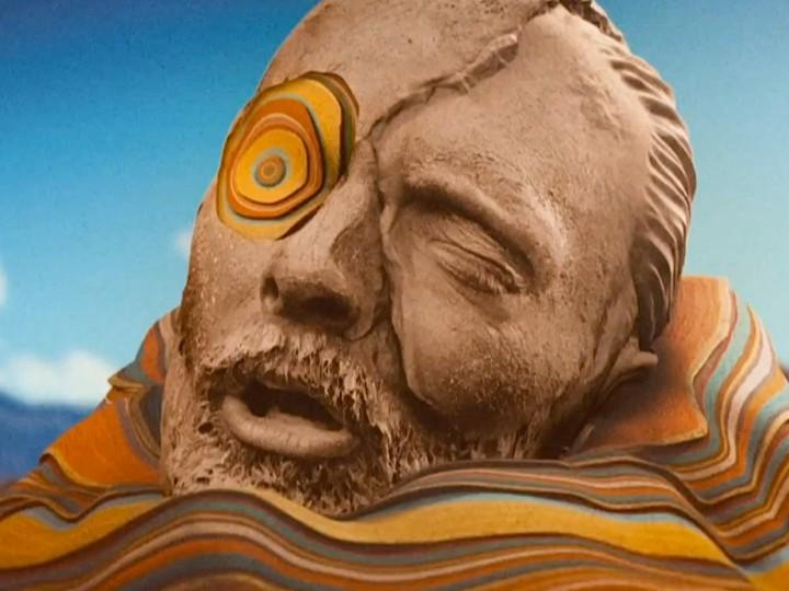 Thom Yorke no vídeo de «Before Your Very Eyes», dos Atoms For Peace
