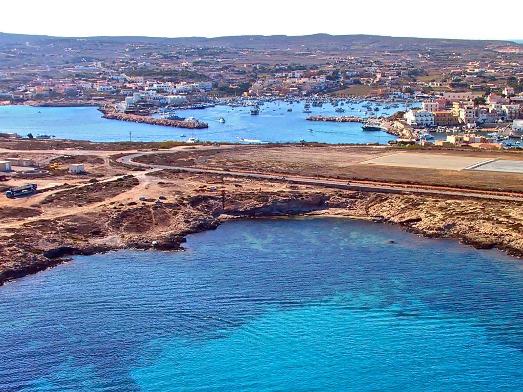 GSD Lampedusa: a morte dá à costa neste campo de futebol