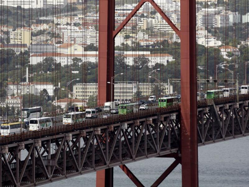 Manifestação da CGTP passou pela ponte (Lusa)