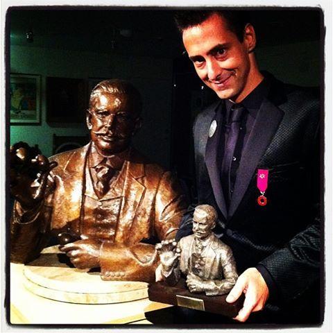 Luís de Matos recebe prémio em Londres Foto: Facebook