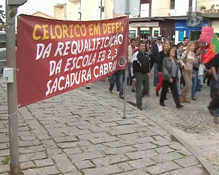 «Grândola, Vila Morena» contra o fecho das finanças e do tribunal