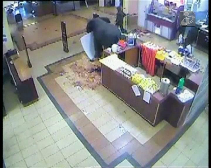 Quénia: novo vídeo mostra militares a roubar lojas