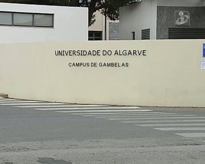 Alunos do curso de medicina da Universidade do Algarve em greve