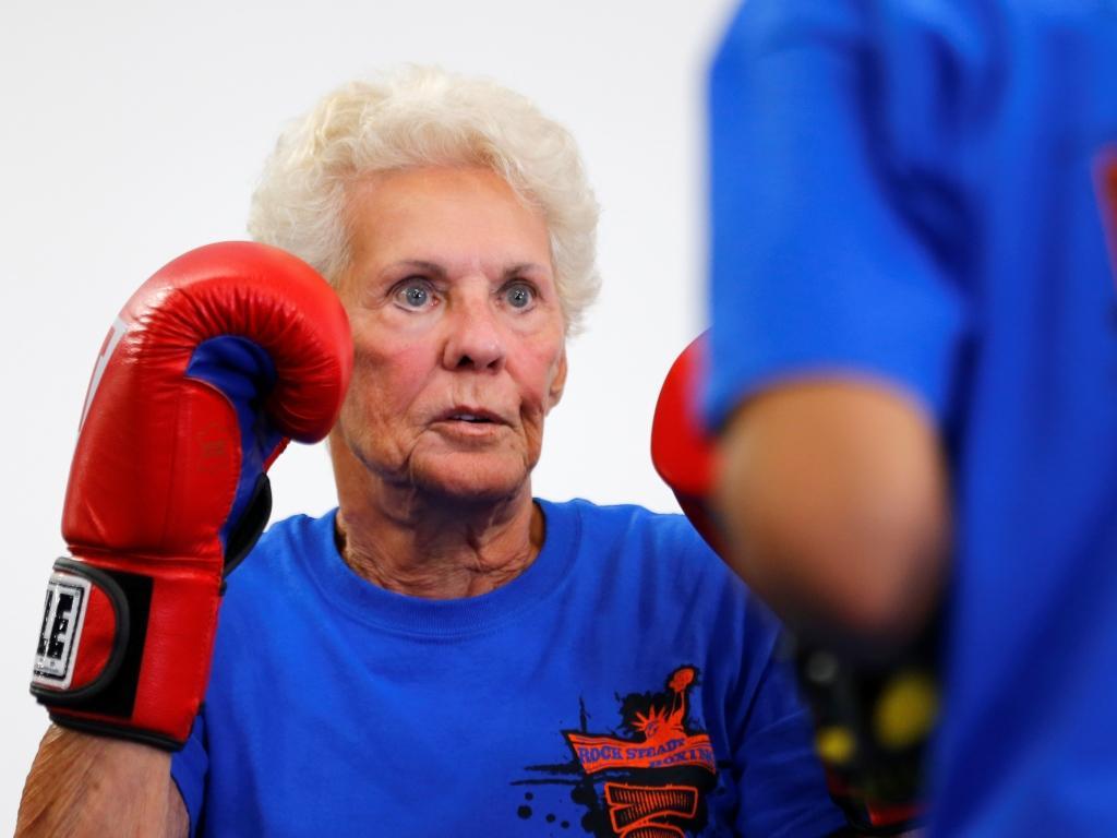 Doentes com parkinson praticam boxe (Reuters)
