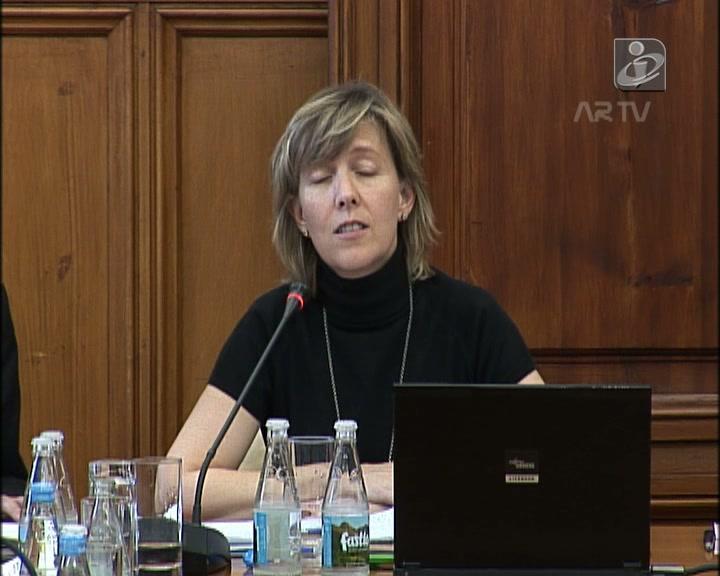 Ministra: Portugal vai precisar de «alguma ajuda» no regresso aos mercados