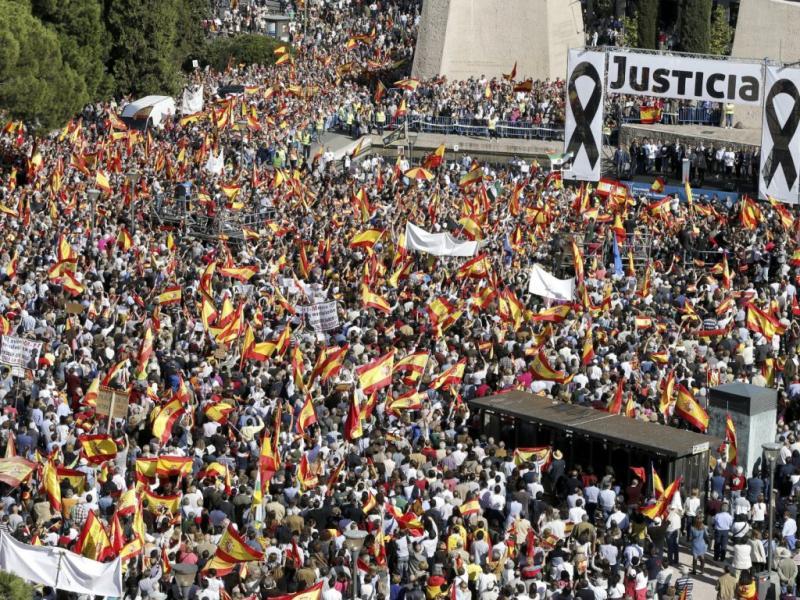 Milhares contra libertação de etarra em Espanha (EPA/Lusa)