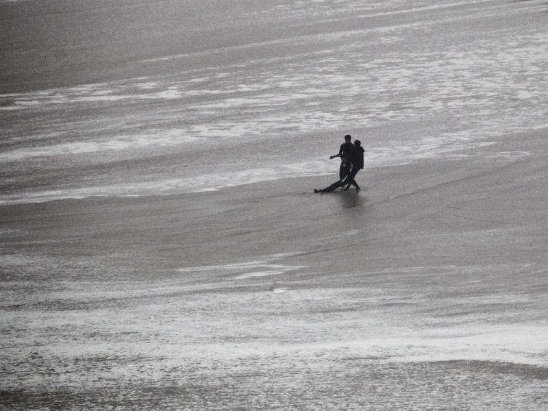 Maya Gabeira sofre acidente nas ondas gigantes da Nazaré