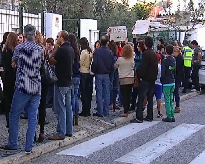 Pais protestam em Faro