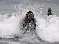 Concurso de Surf no Halloween, California (REUTERS)