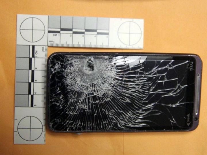 Telemóvel que salvou um funcionário de uma estação de serviço (Foto Reprodução/Winter Garden Police Department)
