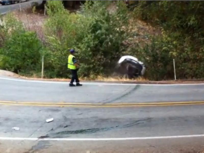 Operador de reboque deixa fugir carro (Reprodução / Youtube / Nickymca)