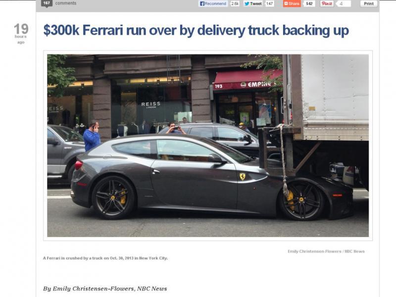 Frente de Ferrari é destruido por carrinha (Reprodução / NBC News)