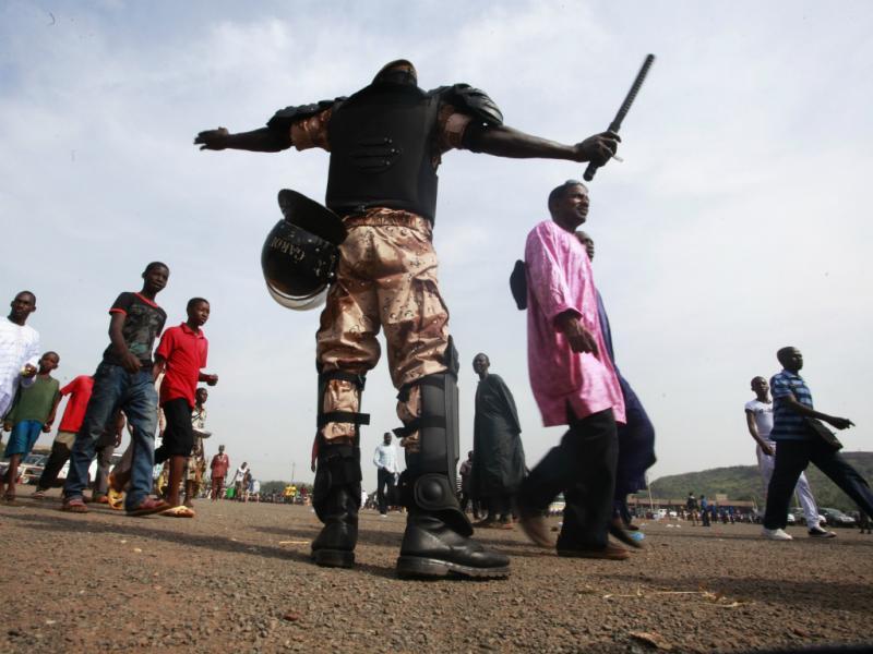 Guerra com islamitas no Mali leva ao envio de tropas francesas (Reuters)