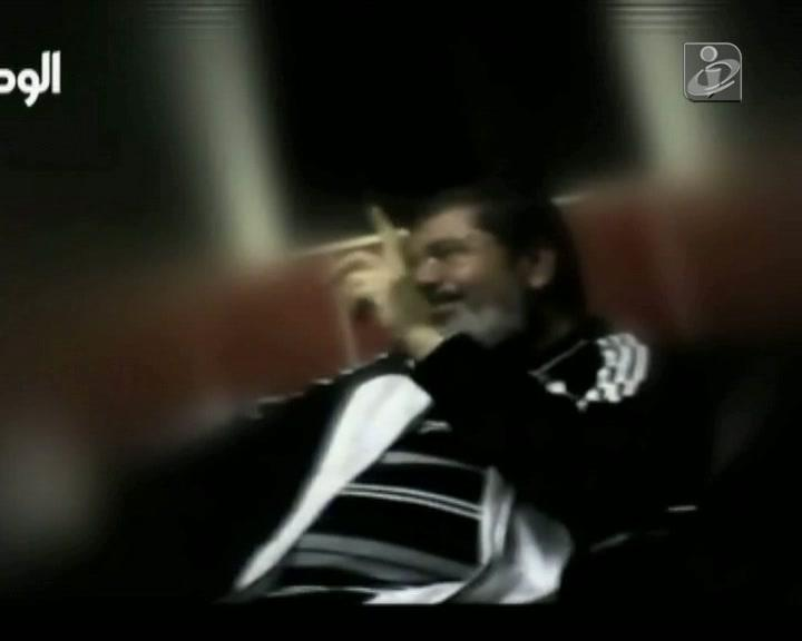 Egito: julgamento de Morsi interrompido por protesto