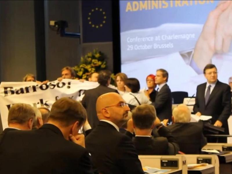 Durão Barroso enxovalhado por cidadãos belgas