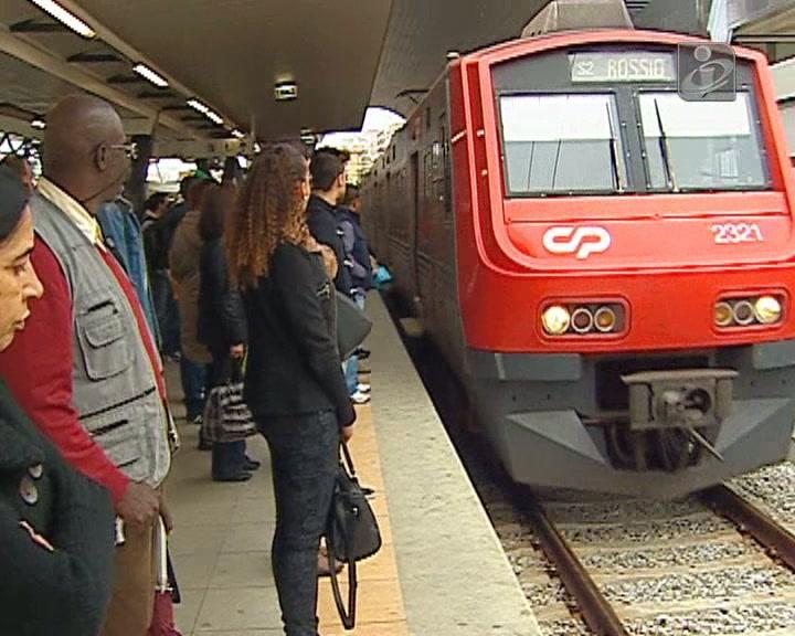 Greve Refer: comboios da CP suprimidos e atrasados durante toda a manhã
