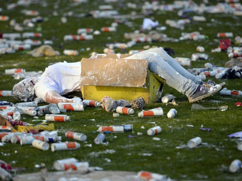 O resultado final de uma «guerra de espuma» para os caloiros da Universidade St. Andrews, na Escócia (Reuters)