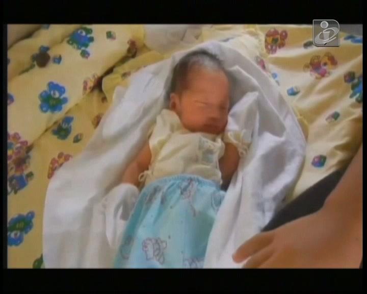 Bebé nasce no meio dos destroços do Haiyan