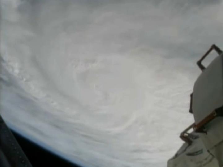 Tufão Haiyan visto do espaço [NASA]