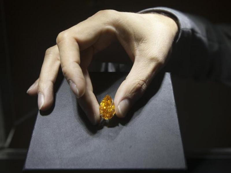 Diamante laranja vendido em leilão por 26,4 milhões [Reuters]