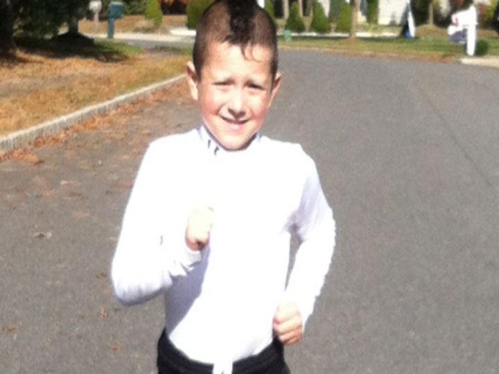 Criança de cinco anos durante maratona em Nova Jérsia (Foto Reprodução/RunnersWorld)
