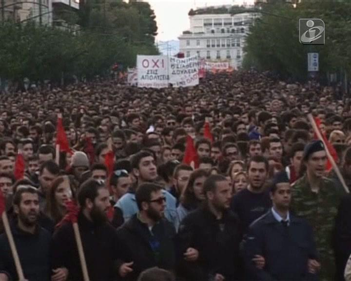 Mais de 12 mil manifestam-se nas ruas de Atenas